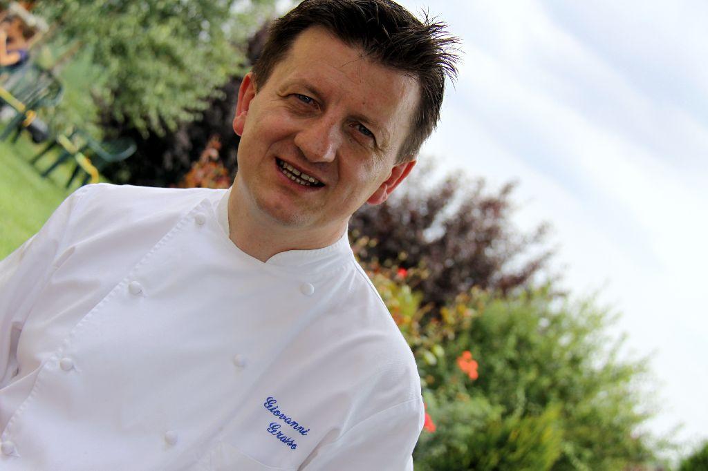La Credenza Grasso : Lo chef giovanni grasso del ristorante stellato la credenza vola a