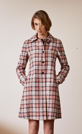 A Milano sfilano le ultime tendenze moda per una donna che ama valorizzare  le proprie forme e sentirsi a suo agio 92683e5a44b