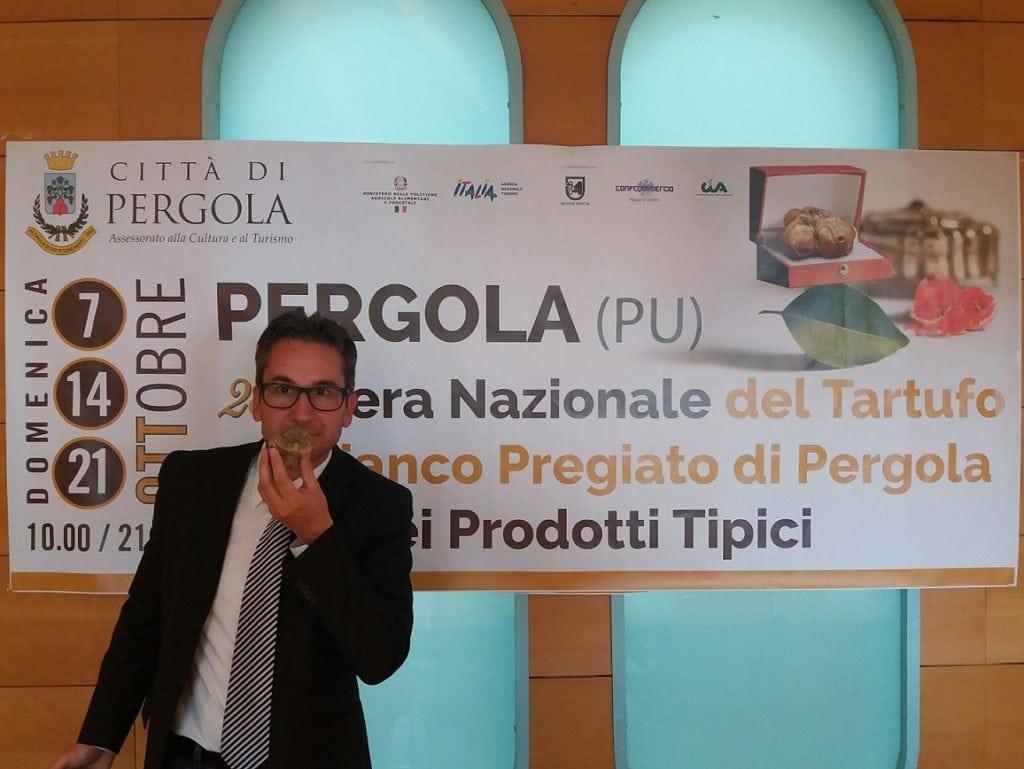 Il sindaco di Pergola Francesco Baldelli durante il lancio della Fiera Nazionale del Tartufo Bianco Pregiato di Pergola e dei Prodotti Tipici