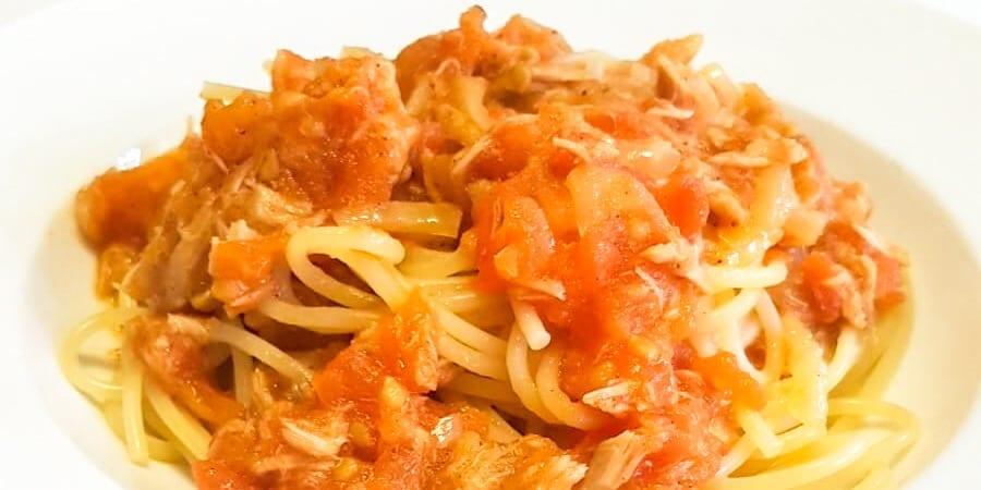 Gli Spaghetti Con Il Tonno Alla Bolognese E Ricetta Tradizionale