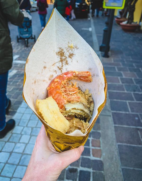 """Lo """"scartòz"""" di fritto misto: street food tipico caorlotto da provare"""