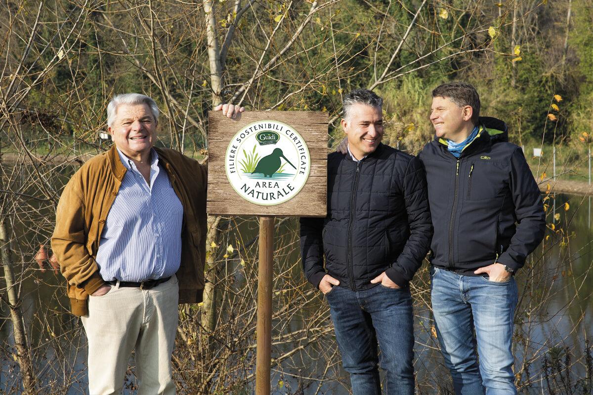 """Giancarlo, Massimo e Roberto di fronte al laghetto Burioli, sabato 7 dicembre 2019, il giorno dell'inaugurazione del progetto """"Guidi: il nostro mondo sostenibile"""""""