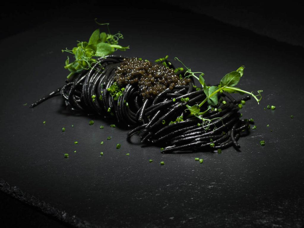 spaghetti freddi al nero di seppia