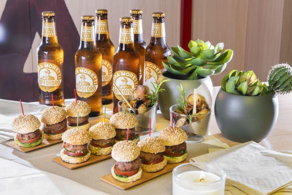 Mini Burger e Birra Moretti Baffo d'Oro