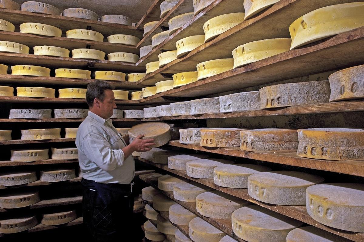 formaggi-valchiavenna-crotti